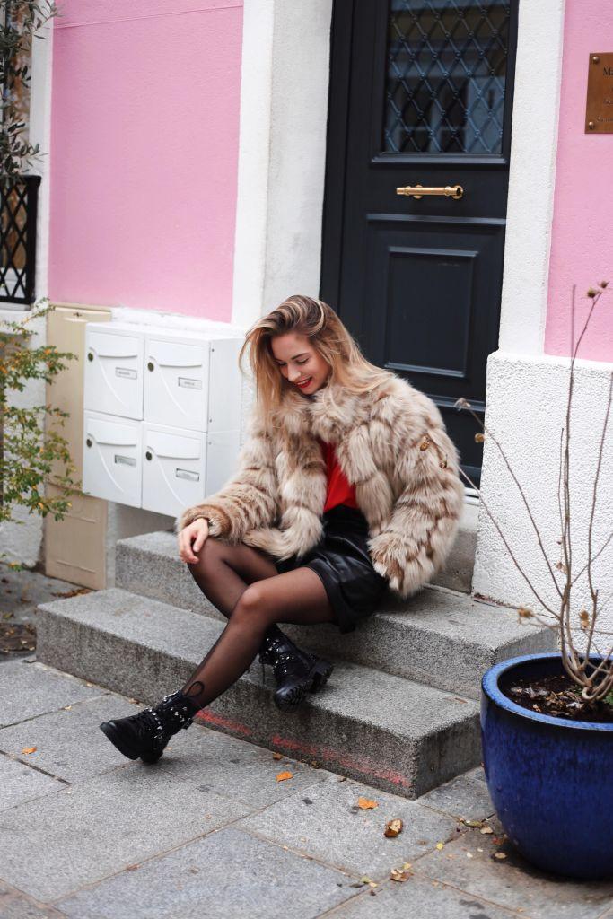 short en cuir et manteau en fausse fourrure